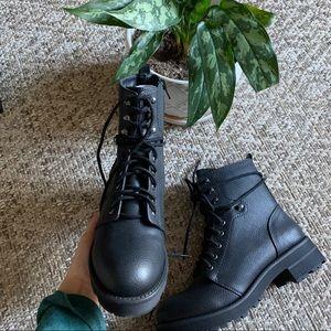 Brand new combat boot with zipper